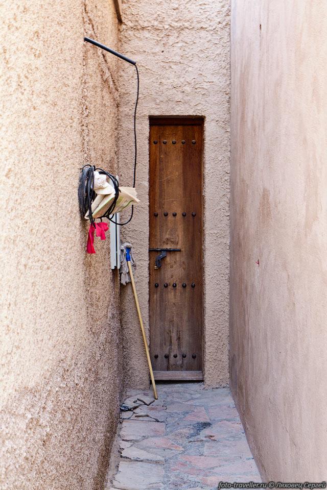 узкая входная дверь