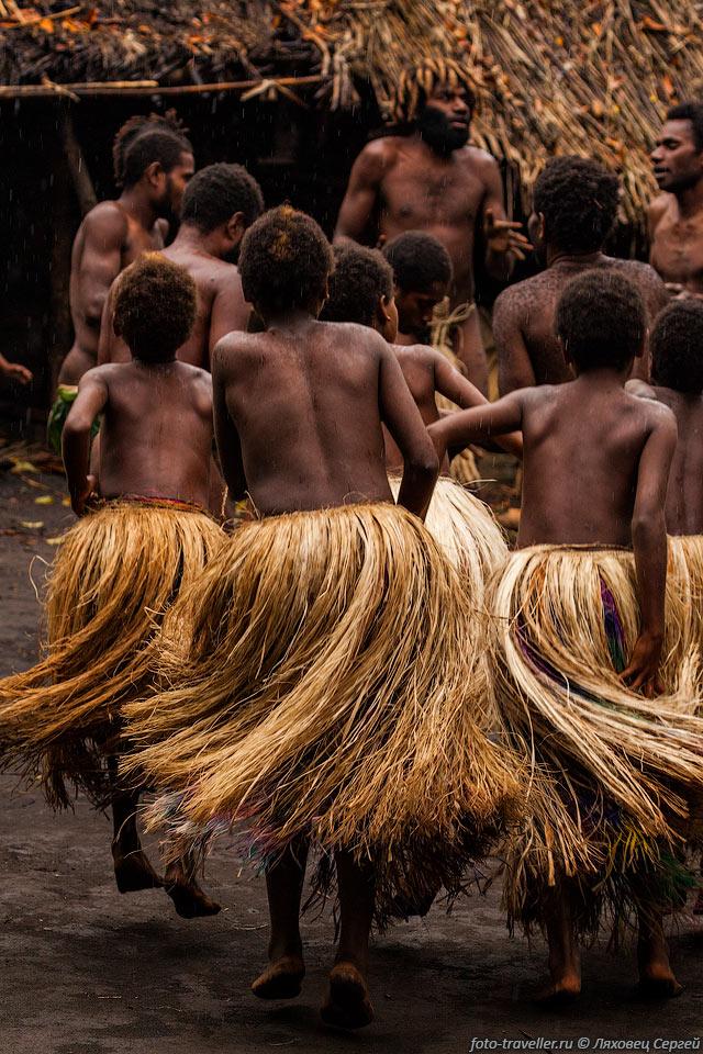 zhiteli-ostrova-golie